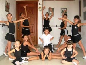 El garaje de la casa fue adaptado como salón de baile del grupo Ballet Integral KT, compuesto por diez niñas y un niño, que todos los sábados practican sus coreografías. - Fabio Eduardo Peña G. / GENTE DE CAÑAVERAL