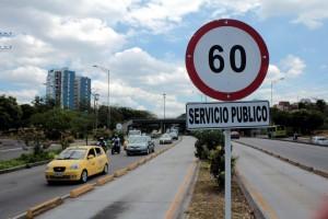 Esta es una de las señales que aún permanece en la autopista.  - Javier Gutiérrez/ GENTE DE CAÑAVERAL