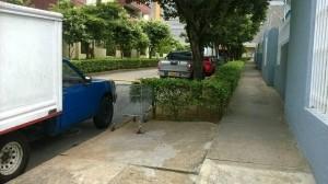 Hasta la gente que va a las clínicas se estaciona en esta calle.  - Suministrada/GENTE DE CAÑAVERAL