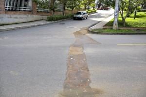 Así se ve la zanja que atraviesa la vía. - Larua Herrera/GENTE DE CAÑAVERAL