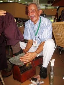 Don Humberto Manta trabaja en el  centro comercial Cañaveral.  - Audry Laguado/GENTE DE CAÑAVERAL