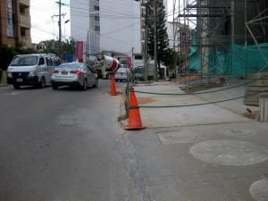 La comunidad pide el paso peatonal, la constructora asegura que en estos días darán solución.  - Audry Laguado/GENTE DE CAÑAVERAL