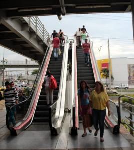 Estas son las escaleras eléctricas ubicadas en la parte exterior del centro comercial. - Javier Gutiérrez/GENTE DE CAÑAVERAL