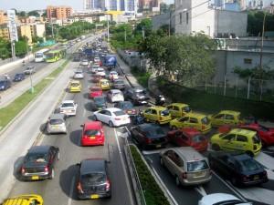 Los represamientos en la autopista tendrían un alivio con la unión de la paralela oriental o tercer carril. - Archivo /GENTE DE CAÑAVERAL
