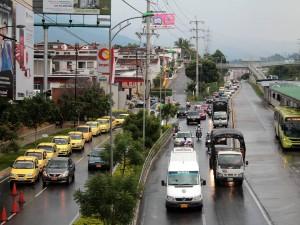 La paralela oriental pasa por el colegio Panamericano y llega a Parque Caracolí, pero allí a la autopista. Javier Gutiérrez/GENTE DE CAÑAVERAL