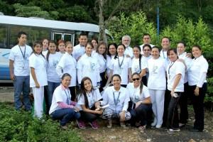 Un grupo de personal de la Clínica Foscal fue el encargado de realizar la siembra de las especies. - Suministrada / GENTE DE CAÑAVERAL