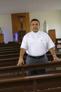 El padre Gustavo es el nuevo rector del Seminario Menor de Floridablanca.  - César Flórez/GENTE DE CAÑAVERAL