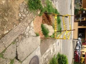 Este es el agujero que está en la vía ubicada al frente del Parque de la Salud.  - Suministrada/GENTE DE CAÑAVERAL