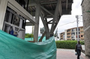 Las obras ya comenzaron para la instalación del ascensor en el puente que une al sector occidental de Cañaveral con la estación.  - Didider Niño /GENTE DE CAÑAVERAL