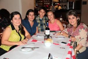 Ligia Beatriz Martínez, Janeth Martínez, Santiago González, Azucena Rangel y Silvia Naranjo. - Javier Gutiérrez / GENTE DE CAÑAVERAL