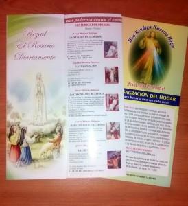 Estos son los palpeles que entrega el hombre que dice promover misas y oración.  - Suministrada / GENTE DE CAÑAVERAL