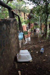La gente almuerza y deja los empaques en la parroquia.  - Javier Gutiérrez / GENTE DE CAÑAVERAL