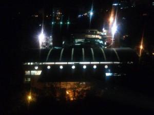 Estos son los reflectores que generan molestia en los residentes de las edificaciones que circundan con el colegio. - Suministrada/ GENTE DE CAñAVERAL