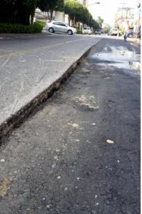 Estas es la diferencia entre el asfalto nuevo y el viejo.  - Suministrada / GENTE DE CAÑAVERAL