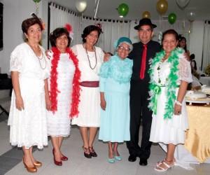 Leonor Peña, Neida Peña, Rossy Peña, Victoria Torregosa de Peña, José Luis Peña y Janeth Peña.  - Javier Gutiérrez/GENTE DE CAÑAVERAL