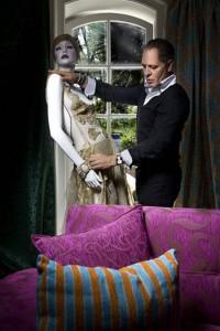 Este momposino de talla internacional ama vestir a una mujer cien por ciento femenina. - Página oficial Hernán Zajar/ GENTE DE CAÑAVERAL