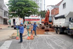 Javier Gutiérrez/GENTE DE CAÑAVERALActualmente la calle 20 con carrera 28 de Molinos Bajos está cerrada debido a los trabajos de pavimentación y alcantarillado.