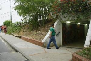 Salida del túnel del Centro Comercial Cañaveral.