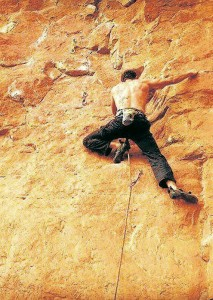Alejandro Navas escalando en La Mojarra.