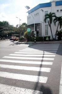 Los peatones piden que se mejore la visibilidad de estos semáforos.  - Javier Gutiérrez/GENTE DE CAÑAVERAL