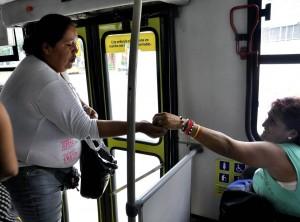 Algunas personas siguen manifestando inconformidad por las ventas en el Metrolínea.  - Archivo/GENTE DE CAÑAVERAL