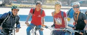 Estos cuatro jóvenes estudiantes lo invitan a unirse a esta iniciativa y llegar a la Universidad en bicicleta. - Suministrada/ GENTE DE CAÑAVERAL