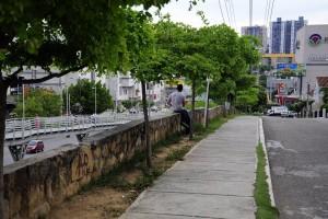 El muro es frecuentado por personas para consumir drogas y alcohol, según denuncia la comunidad.  - Didier Niño /GENTE DE CAÑAVERAL