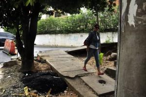 Las alcantarillas sin tapas son 'trampas mortales' para los peatones. - Laura Herrea/GENTE DE CAÑAVERAL
