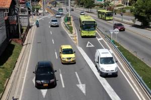 En la vía que finaliza el intercambiador se forman congestiones por los carros que llegan de la paralela y de la autopista.  - Javier Gutiérrez /GENTE DE CAÑAVERAL
