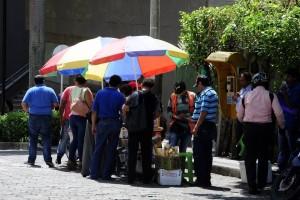 Los vendedores ambulantes se 'toman las calles' para comercializar sus productos. - Didier Niño /GENTE DE CAÑAVERAL