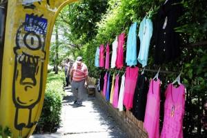 Hasta ropa venden en las calles de El Bosque. - Didier Niño /GENTE DE CAÑAVERAL