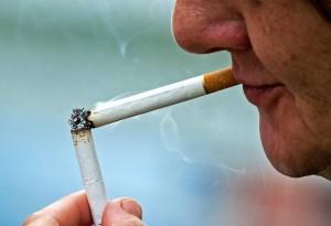 El humo de los personas fumadoras irrumpe la tranquilidad de los vecinos.  - Archivo/GENTE DE CAÑAVERAL
