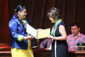 El Municipio otorgó el reconocimiento Sol Guane a la Facultad de Odontología de la Santo Tomás.  - Suministrada/GENTE DE caÑAVERAL