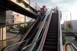 Las escaleras que están en la parte externa del centro comercial Parque Caracolí estarán en funcionamiento muy pronto.  - Javier Gutiérrez /GENTE DE CAÑAVERAL