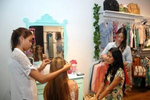 Las estudiantes del Sena serán las encargadas de complacer a las mujeres con gran variedad de peinados. - Suministrada/GENTE DE CAÑAVERAL