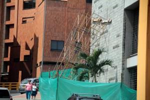 Los voceros de la empresa aseguraron que el muro no representa ningún riesgo para los peatones y que el mantenimiento podría comenzar la próxima semana.  - Javier Gutiérrez/GENTE DE CAÑAVERAL