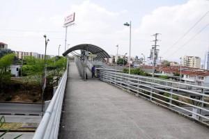 La ciudadanía denuncia que la delincuencia apremia en el puente peatonal de Cañaveral y pide más vigilancia.  - Didier Niño/GENTE DE CAÑAVERAL