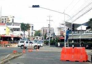 Las autoridades trabajan en la reubicación e instalación de semáforos para mejorar la movilidad vehicular en Cañaveral.  - Javier Gutiérrez/GENTE DE CAÑAVERAL