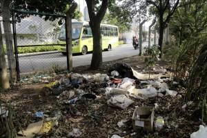 El lote ubicado en la calle 104 es utilizado como basurero público.  - Javier Gutiérrez/GENTE DE CAÑAVERAL