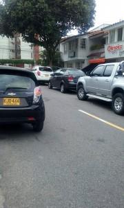 Las calles de Cañaveral se convierten a diario en parqueaderos públicos.  - Suministrada/GENTE DE CAÑAVERAL
