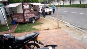 Los habitantes aseguran que la venta de comida rápida perturba la tranquilidad, porque invade el espacio público.  - Suministrada/GENTE DE CAÑAVERAL