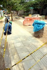 Las losas levantadas están siendo restauradas y acondicionadas para evitar nuevos daños.  - Francisco Vera/GENTE DE CAÑAVERAL