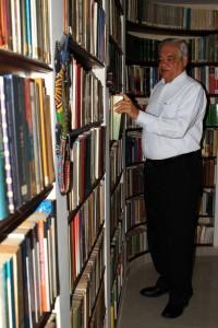 Su amor por la lectura nació desde muy joven y hoy no se concibe sin tener algo que leer. - Francisco Vera /GENTE DE CAÑAVERAL