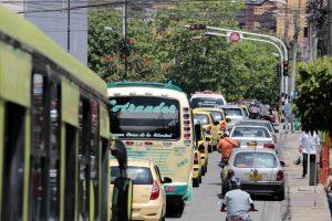 Según la queja, el tiempo del semáforo de la calle 29 con diagonal 31 es mínimo para el cruce de los peatones.  - Fabián Hernández /GENTE DE CAÑAVERAL