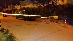 Los habitantes aledaños a la zona habían instalado una talanquera para evitar que los carros ingresaran a altas horas de la noche al sector de la fuente.   - Suministrada/GENTE DE CAÑAVERAL