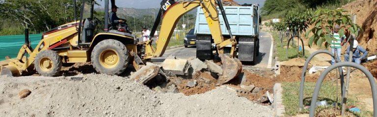La maquinaria trabaja sobre la Transversal de El Bosque para conocer las causas del desnivel