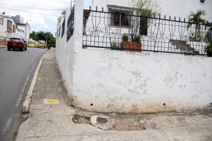 El daño está ocasionando hundimiento del andén. Los residentes reclaman atención.  - Javier Gutiérrez /GENTE DE CAÑAVERAL