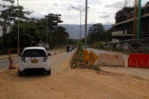 La vía se comenzó a hundir hace más de un mes y actualmente permanece parcialmente cerrada.   - Javier Gutiérrez/GENTE DE CAÑAVERAL
