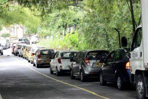Algunos conductores no respetan la fila y generan congestión en el sector de Zona Refrescante. - Fabián Hernández/GENTE DE CAÑAVERAL