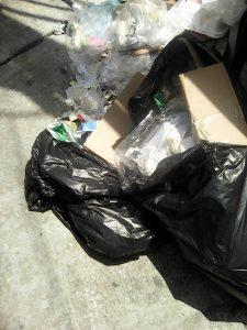 La basura es dejada en la esquina  de la calle 31 con carrera 26 de Cañaveral.    - Suministrada/GENTE DE CAÑAVERAL